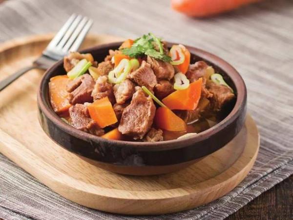 Thịt cừu hầm cà rốt