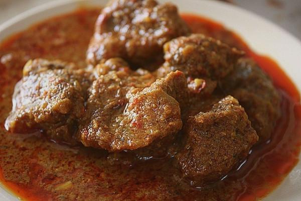 Thịt bò kho kiểu Minangkabau (Rendang)