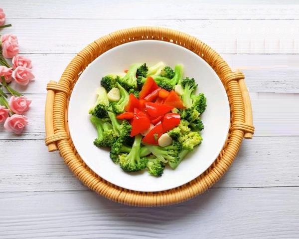 Bông cải xanh xào ớt