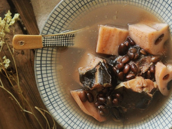 Canh cá trê hầm đậu đen và củ sen