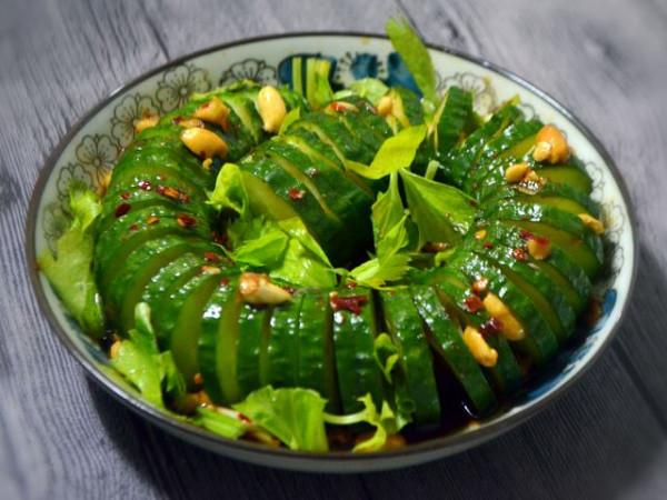 Salad nguội dưa chuột xếp hình xoắn ốc