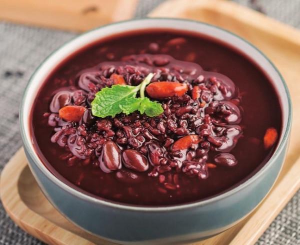 Cháo đậu đen, gạo đen và mè đen