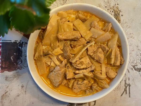 Thịt ức gà xào măng tre kiểu Bắc Âu